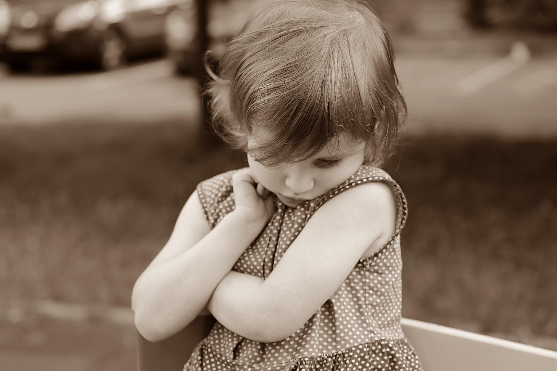 baby-girl-shy-emotions-160477