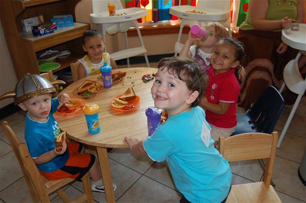 kids-at-table-001